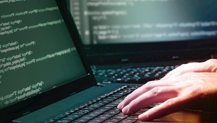 Gewerbe-Versicherung – Cyber Risiken Slide